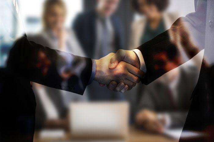 EV consultancy Versinetic partners with Saascharge